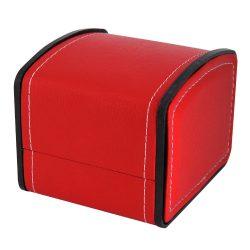 Logo nélküli karóra doboz, kívűl piros műbőr borítású, belül párnás kialakítás